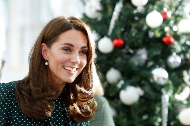 Кейт Миддлтон околдовала королевской изящностью и скромностью: фото