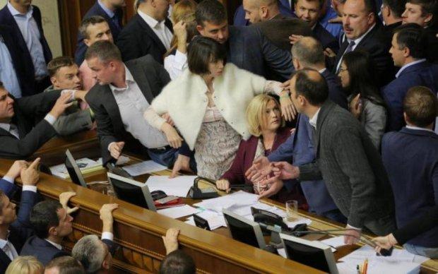 Перед українцями розіграли чергове шоу зі зникненням депутата