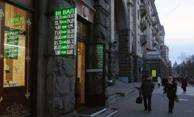 Курс долара на 30 жовтня затягне паски українцям