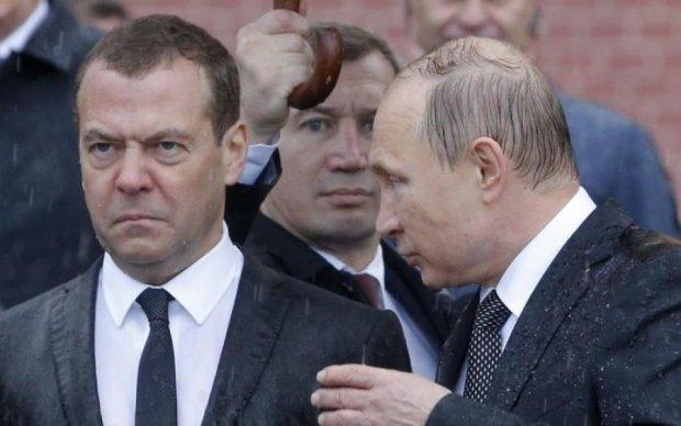 Медведев порвал интернет своими трусами