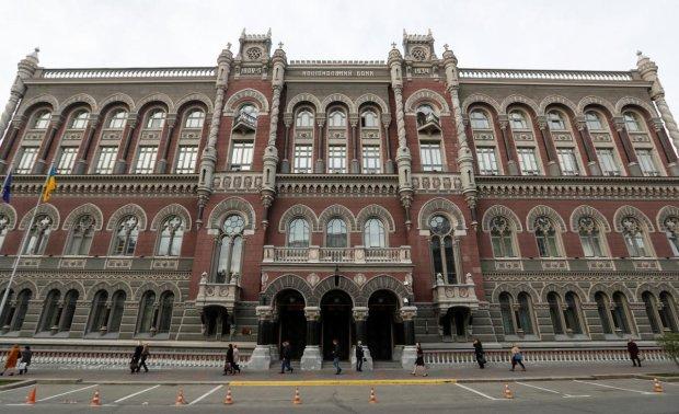 Пока украинцы голодают, НБУ выбросили 23,1 млрд гривен: безвозвратно и бесповоротно
