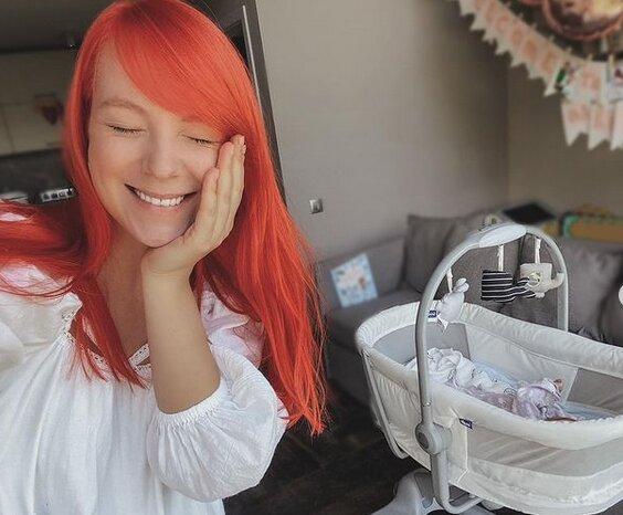 Светлана Тарабарова растрогала нежным кадром с двухмесячной доченькой