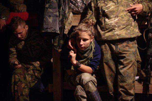 Фотограф показав реальне життя українських жінок на війні: вони роблять те ж, що й чоловіки, і всі вони видавалися неймовірно сміливими