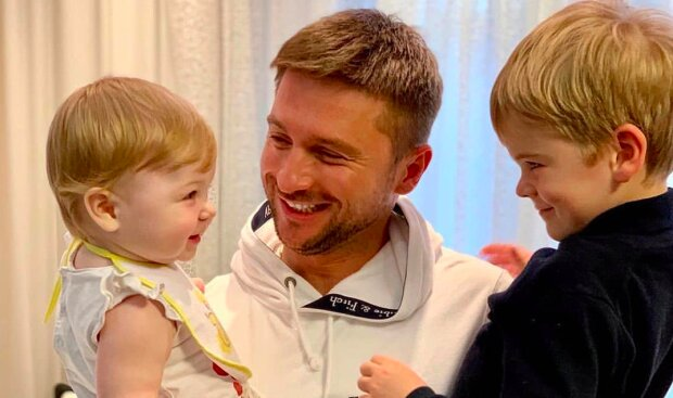Лазарев растрогал первой фотосессией с детьми Никитой и Аней: копия знаменитой красотки, но не Лорак
