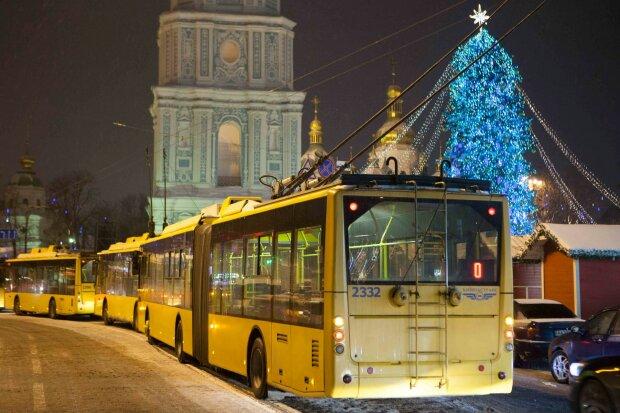 Кияни, гуляємо до ранку: як працюватиме транспорт у новорічну ніч, повний розклад