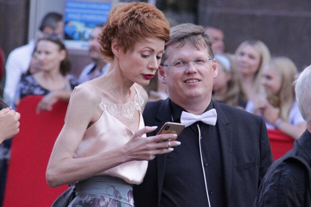 Невеста Розенко перепугала прохожих внешним видом, прикинулась свиньей: фото
