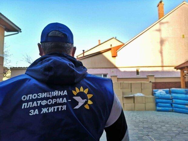 Допомога від Віктора Медведчука і Оксани Марченко, фото: прес-служба ОПЗЖ