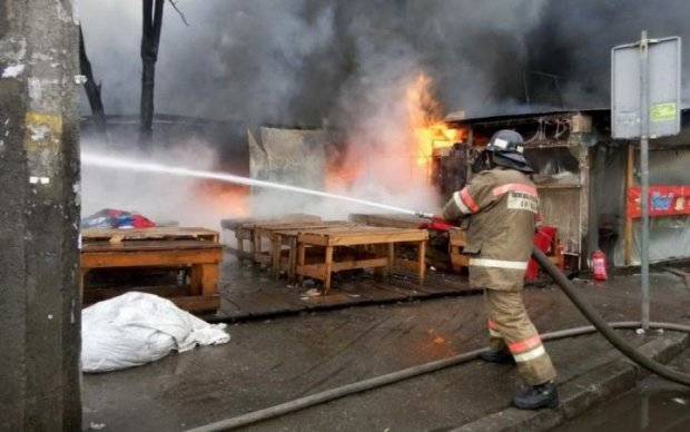 Найсильніша пожежа поставила на вуха Київ