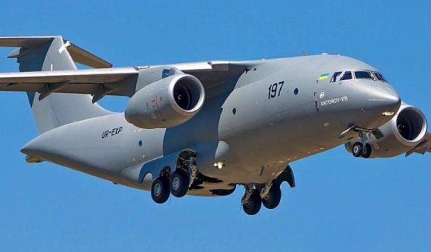 Український Ан-178 став зіркою авіашоу в Франції