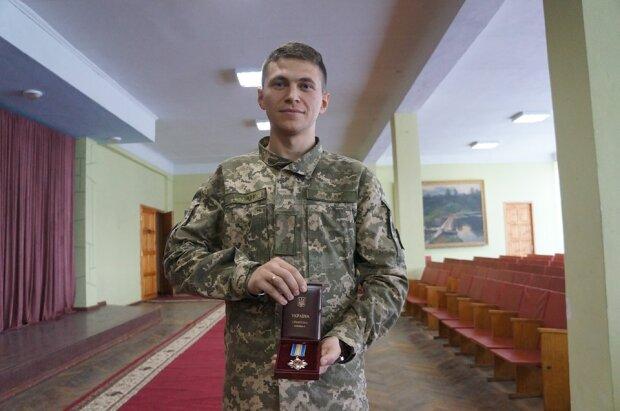 Врятував ціле село: у Харкові нагородили курсанта-героя, крила України в надійних руках