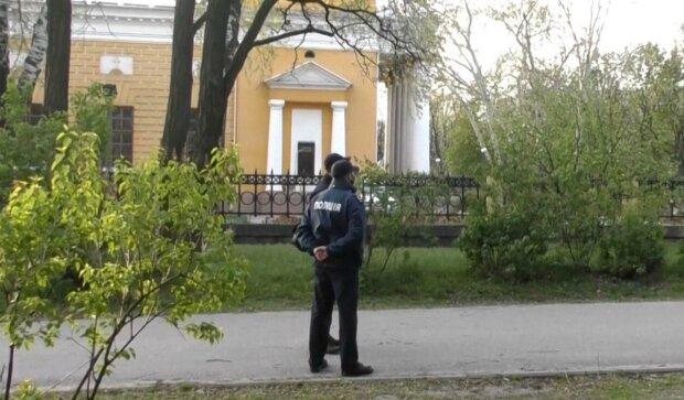 """Под Днепром зверь заманил школьницу """"на свидание"""" в лес и сделал страшное - бедный ребенок поверил """"дяденьке"""""""