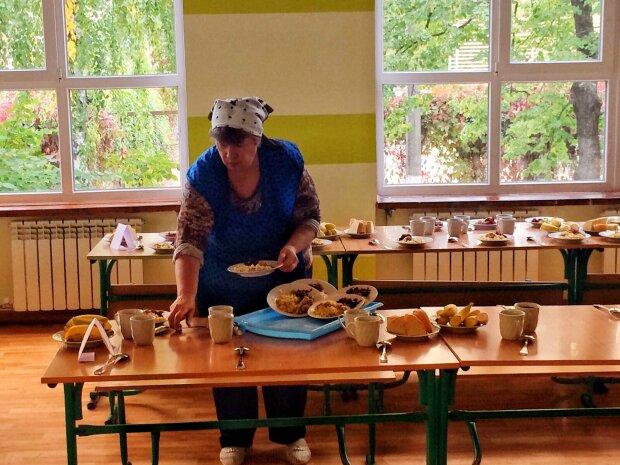 Шкільні їдальні в Україні поступово переходять на здорову їжу