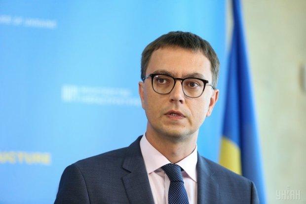 В Киеве обстреляли квартиру близкого человека скандального министра