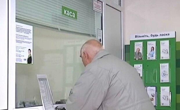 Под Днепром мошенник в наглую обчищал стариков - отдавали пенсии, как загипнотизированные