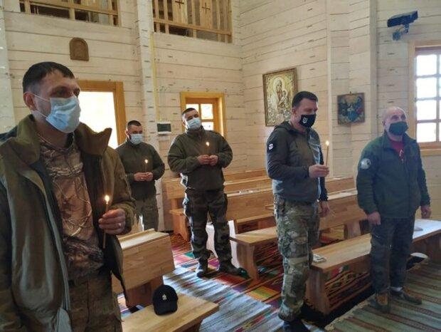 Бійці ЗСУ в церкві, фото Цензор.нет
