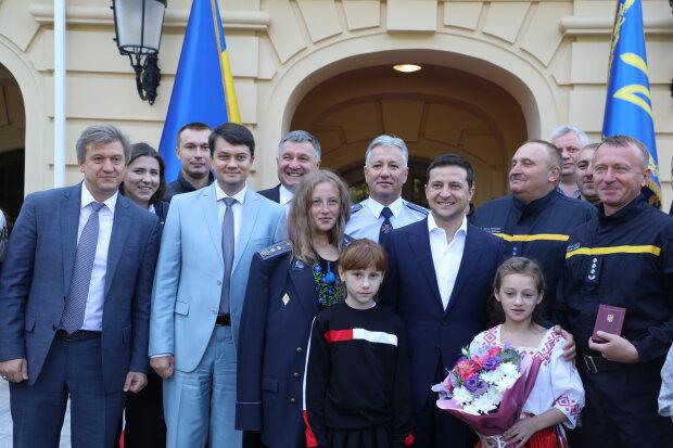 Пишається вся Україна: Зеленський нагородив двох вінницьких героїв-рятівників