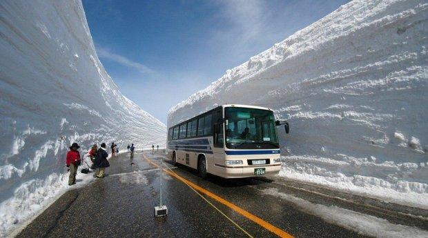 Японія підкорила снігову стихію, ще й заробила на цьому: українським комунальникам є чому повчитися
