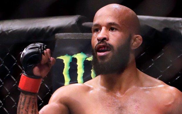 Джонсон отримав 10 поясів чемпіона UFC