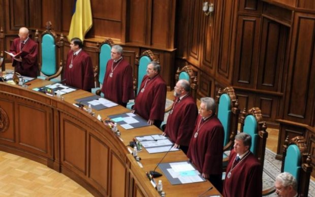 Это скандал: ручные судьи Януковича получили по медали