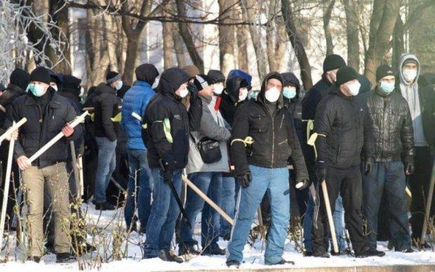 Жители домов по Вышгородской обвиняют Насиковского в вырубке деревьев под строительство ЖК
