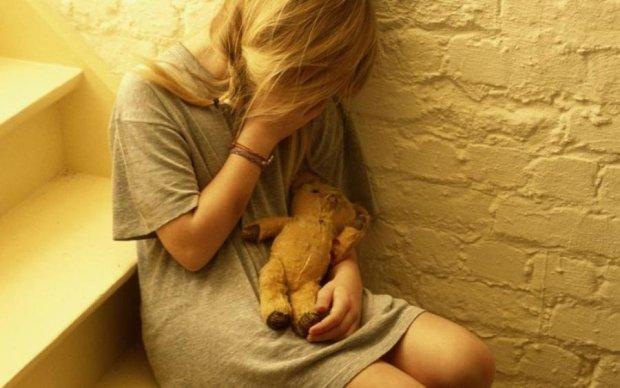 Батьки-збоченці, які роками знущалися над дочкою, отримали по заслугах