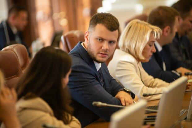 В Украине за инфраструктуру теперь будут отвечать эти две красотки, Криклому понравятся: кто они, фото