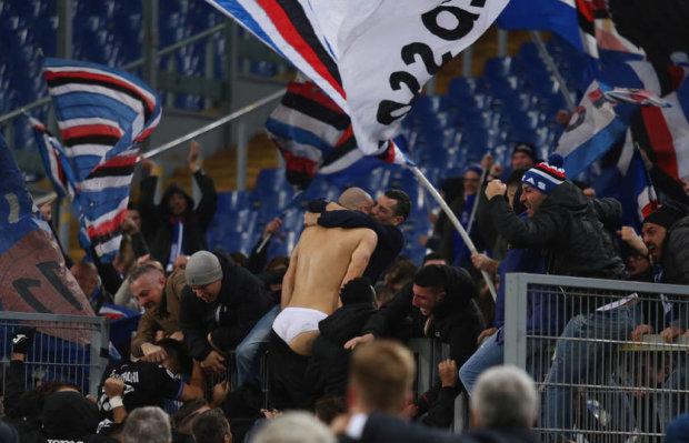 Фанаты оставили футболиста без трусов после его супергола