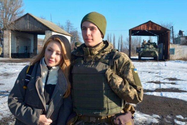 Тина Кароль и воин ВСУ, фото: dialog.ua