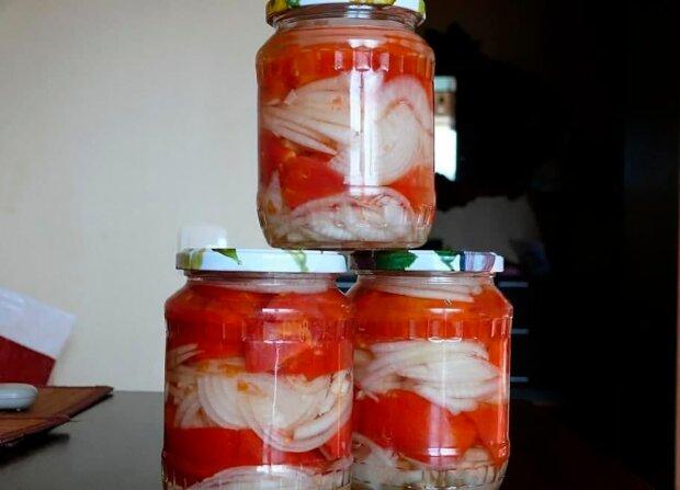 Закуска из томатов / фото: соцсети