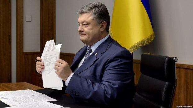 Порошенко подписал языковой закон и обратился к Зеленскому