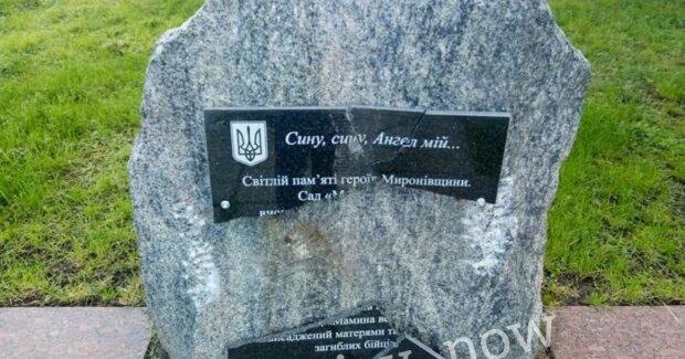 Под Киевом вандалы разгромили мемориал матерей воинов АТО и оставили позорный след