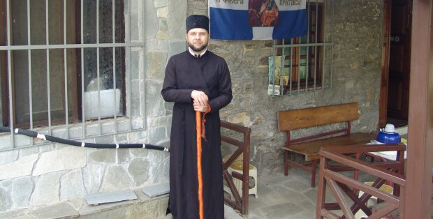 """Франківський священик повстав проти російського """"блатняка"""" в маршрутці - довелося йти пішки"""