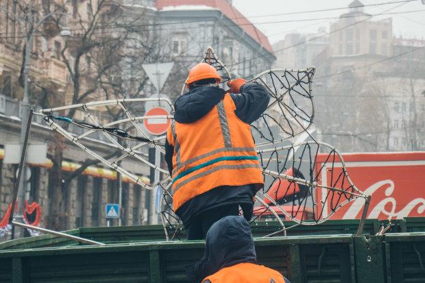 Соль есть, ума не надо: коммунальщики щедро засыпали сухой центр Киева, чтоб мало не казалось
