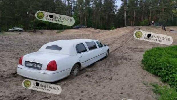 """На киевском пляже засекли лимузин, отдыхающие оценили: """"Можно и поле вспахать"""""""