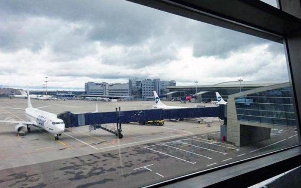 НП в аеропорту: необережність ледь не відправила стюардесу на той світ