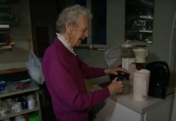 Скрин, видео YouTube пенсионерка