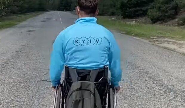 Украинец, преодолевший марафон на инвалидной коляске, скриншот: Facebook