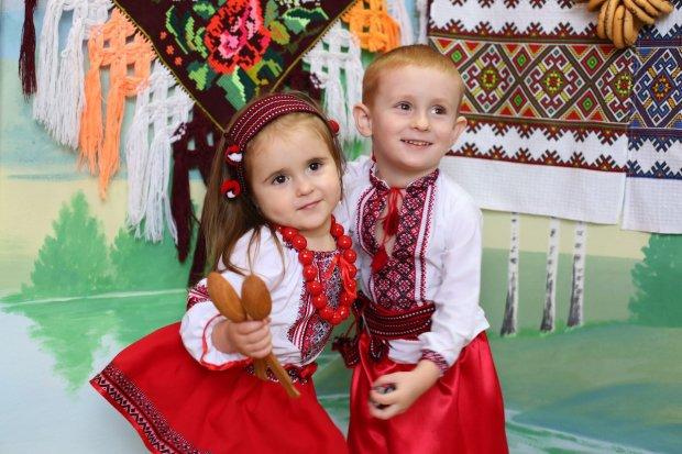 Воспитывают патриотов: сеть всколыхнуло видео о жизни украинцев в США, нам бы поучиться