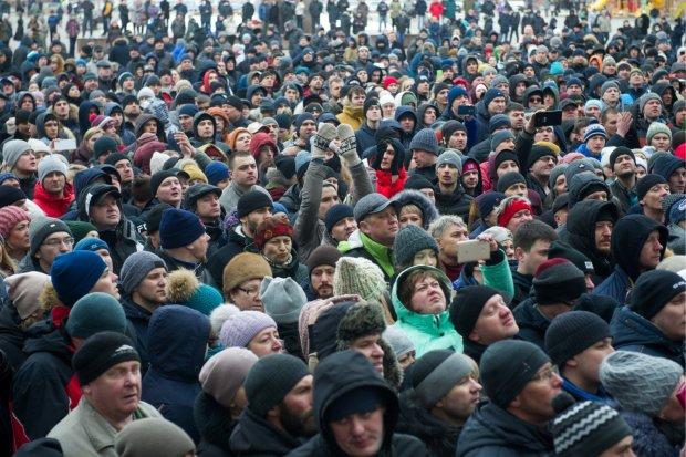 Що станеться з зарплатою українців в 2019 році: нам пообіцяли дещо цікаве