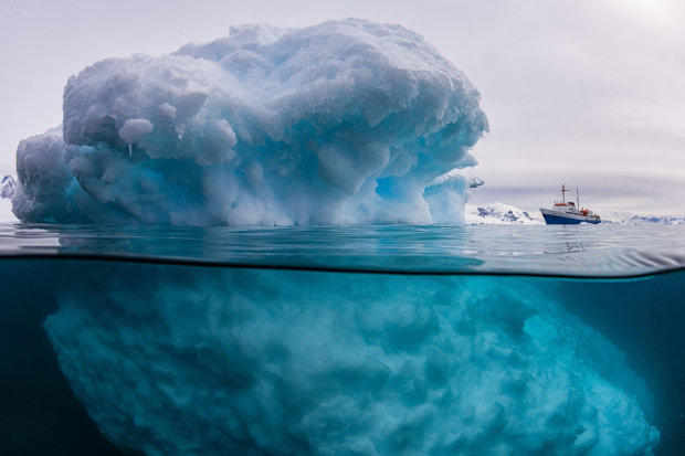 """Ученые разгадали тайну необычных """"изумрудных"""" айсбергов"""