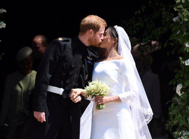 Принц Гаррі вигадав таємну кишеню для життєво важливих завдань: який секрет приховало весільне вбрання