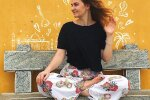 Славянская женщина переехала в Индию и поразила обычаями: есть отдельно от всех, молиться и не трогать мужа