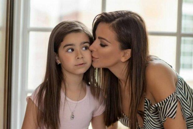 Ани Лорак с дочкой Софией, скриншот: YouTube