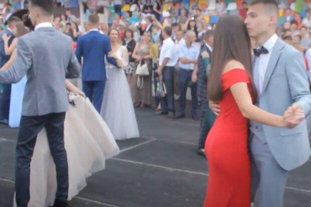 Юных тернополянок оденут в выпускные платья в разгар карантина - мэр Надал разрешил