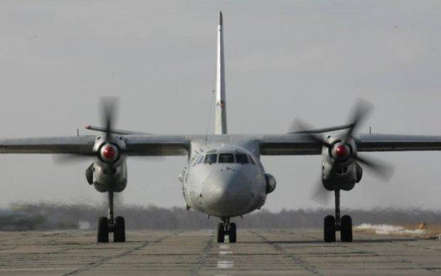 Літак путінських вояк спалахнув при посадці, є жертви