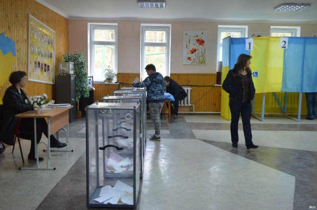 Дорожче за гречку, дешевше за гідність: голоси українців купують за 500 гривень