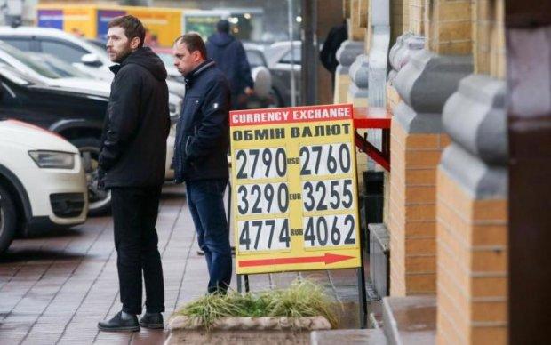 """Чекаємо моменту: """"святковий"""" курс долара здивує українців"""