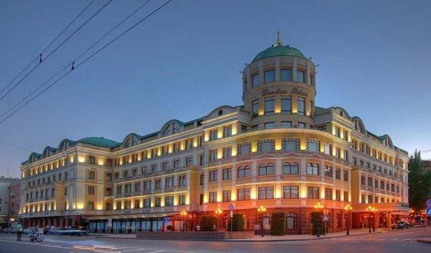 Бойовики віджали у Ахметова готелі в Донецьку