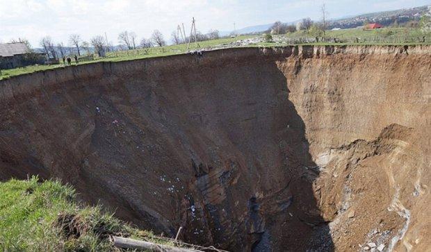 На Закарпатье под землю проваливается село