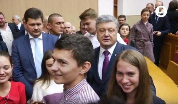 Генштаб вмешался в спор Порошенко со студентом